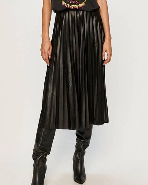 Černá sukně vila