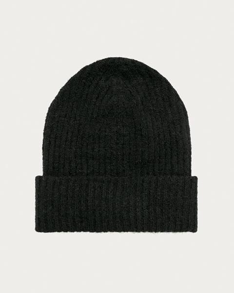 Černá čepice pieces