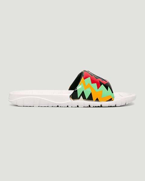 Vícebarevné boty Jordan