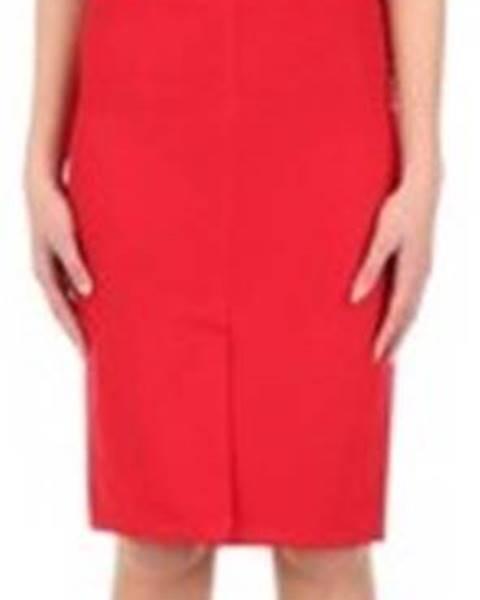 Červené šaty Revise