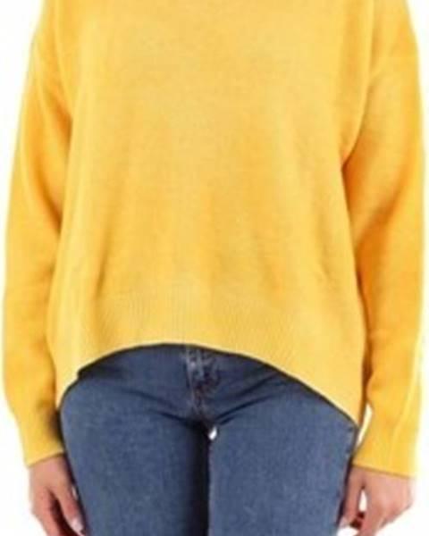 Žlutý svetr Altea