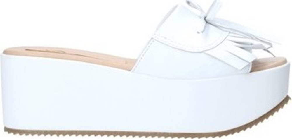 Grace Shoes Grace Shoes Sandály C3 Bílá