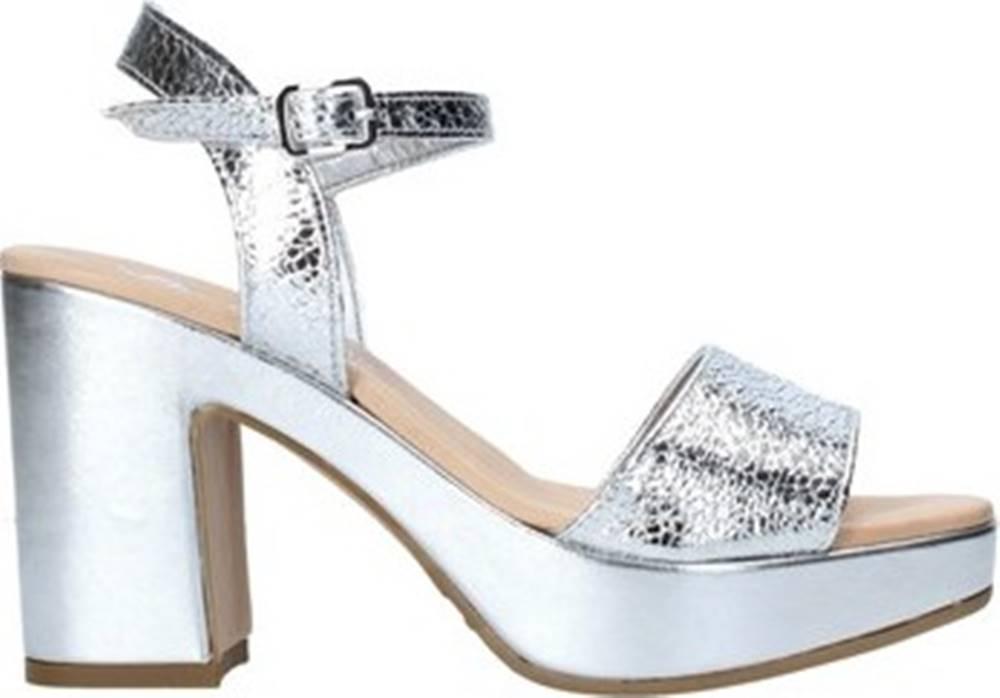 Grace Shoes Grace Shoes Sandály L220 Stříbrná