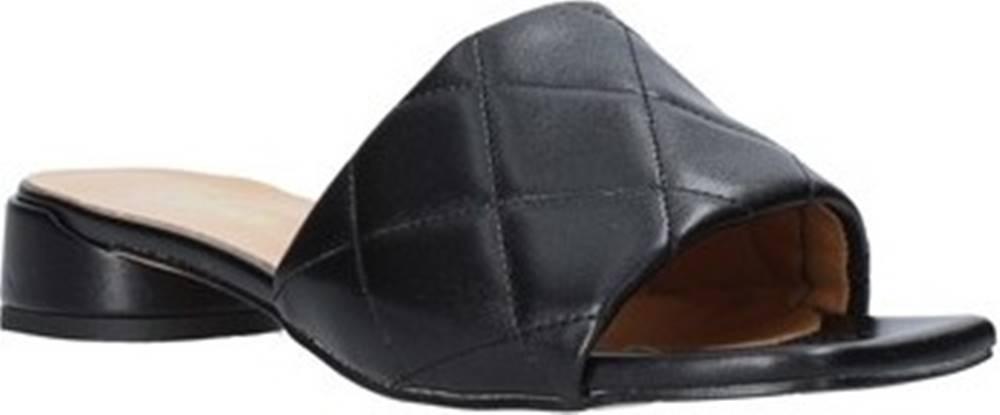Grace Shoes Grace Shoes Dřeváky 971Y001 Černá