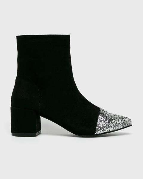 Černé boty Corina