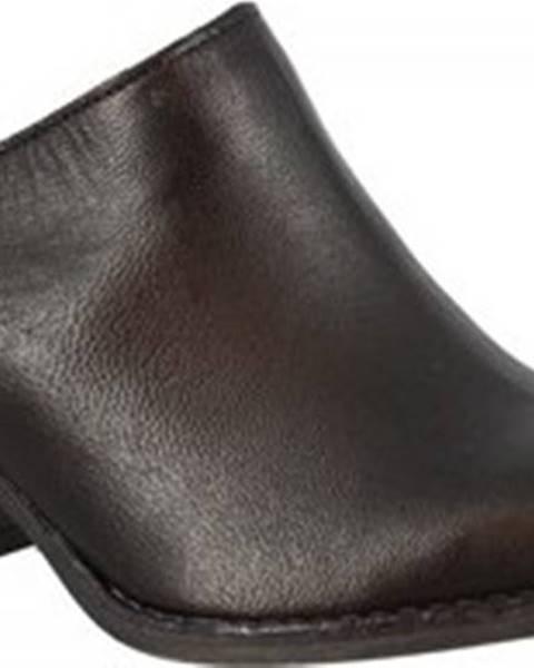 Černé pantofle Leonardo Shoes