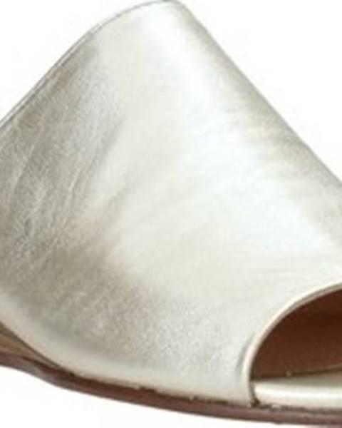 Zlaté pantofle Clarks