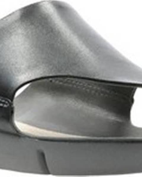 Černé pantofle Clarks