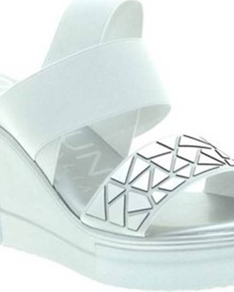 Bílé sandály Pregunta