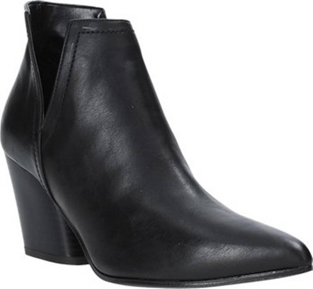 Grace Shoes Kotníkové kozačky 7241004 Černá